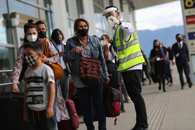Colombianos deberán ingresar con esquemas de vacunación completos a EE.UU