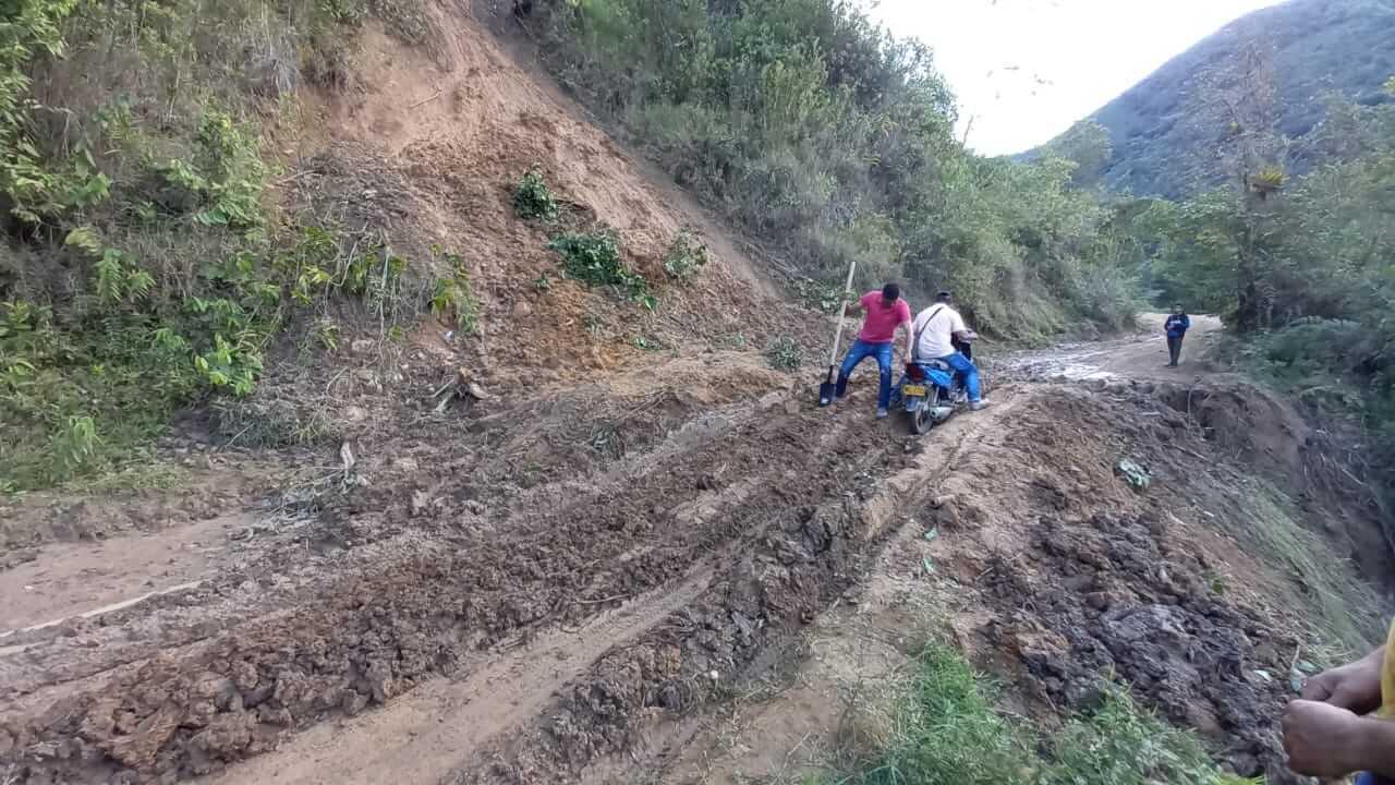 Invierno y abandonó, causas del deterioro vial en Santa María