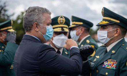 Duque exalta labor del general Atehortúa en la Policía