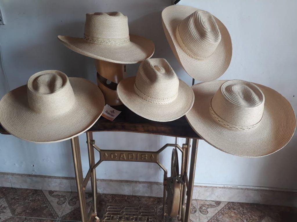 El sombrero de pindo desde el año 2011 fue declarado como patrimonio inmaterial y sombrero oficial