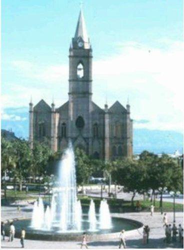 Así era entonces hace 20 años la fuente del Parque Santander en el centro de Neiva. Foto Wilson Vásquez.