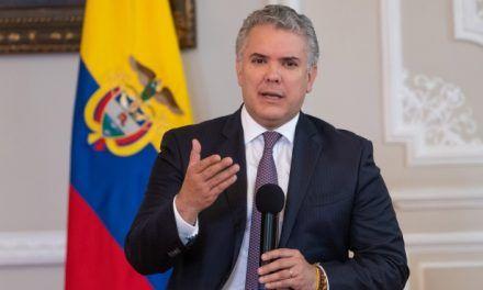 Expulsan a dos supuestos espías rusos de Colombia