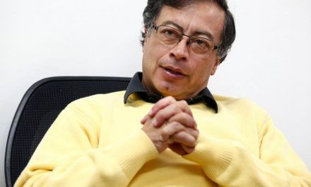SENADOR GUSTAVO Petro debeRÁ retractarse POR trinos contra de Suárez Corzo