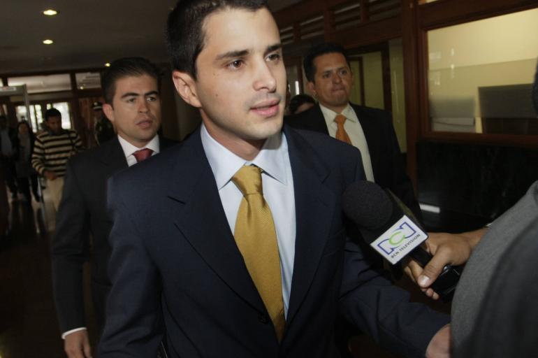 Tomás Uribe propone reducir horario laboral y aumentar el salario mínimo