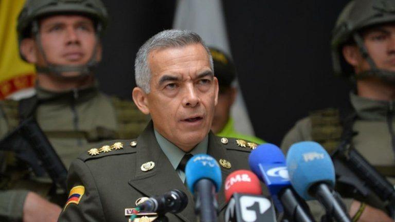 General Oscar Atehortúa deja la dirección de la Policía Nacional