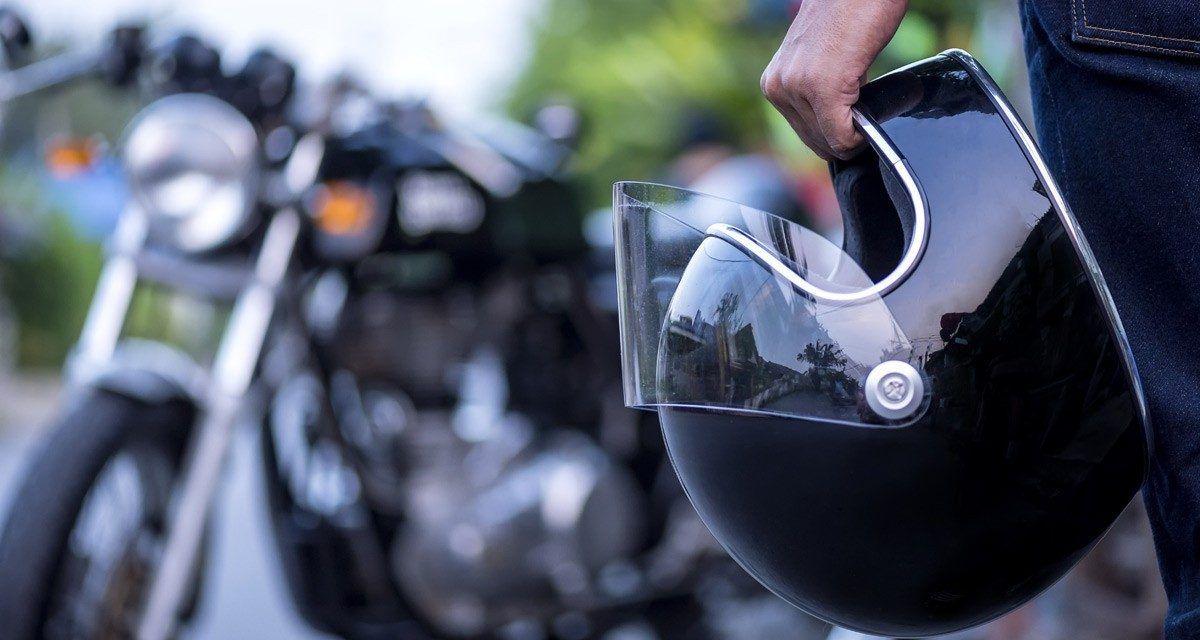 Multas a motociclistas que no usen bien el casco
