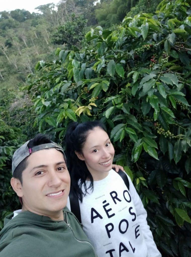Diana y José en Palestina, en la misma finca cafetera que hoy los une como emprendedores.