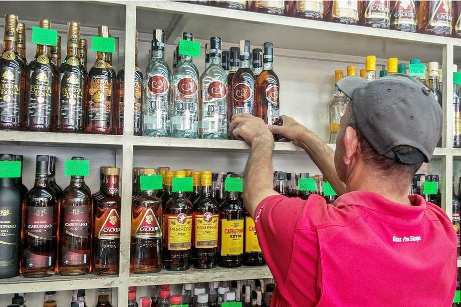 La pandemia afectó la venta de las licoreras del país y disparó las ventas de licor adulterado.