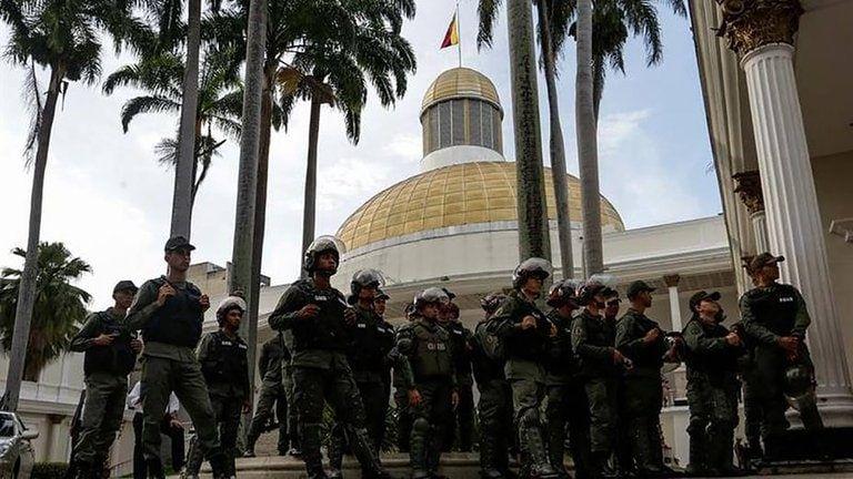El chavismo intentará instalar la nueva Asamblea Nacional el próximo 5 de enero, tras las fraudulentas elecciones parlamentarias.