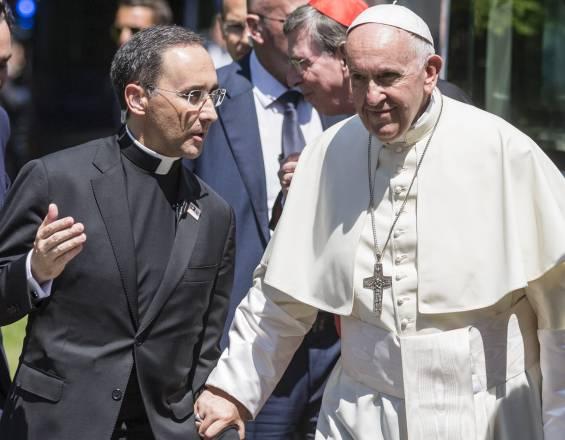 Monseñor colombiano Mauricio Rueda es designado en alto cargo en el Vaticano