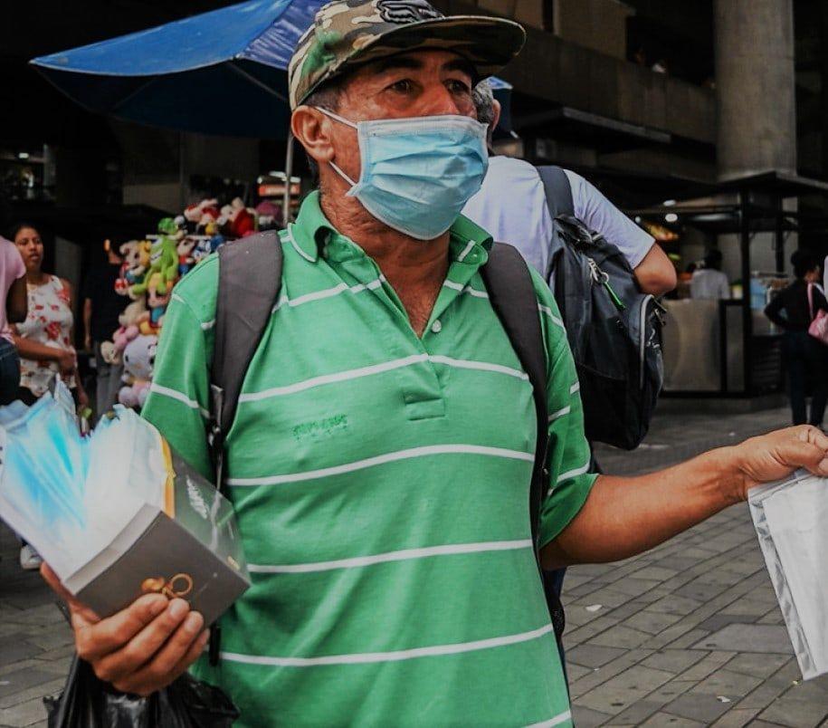 El tapabocas ha cobrado tal popularidad que hoy se encuentra en cualquier esquina.