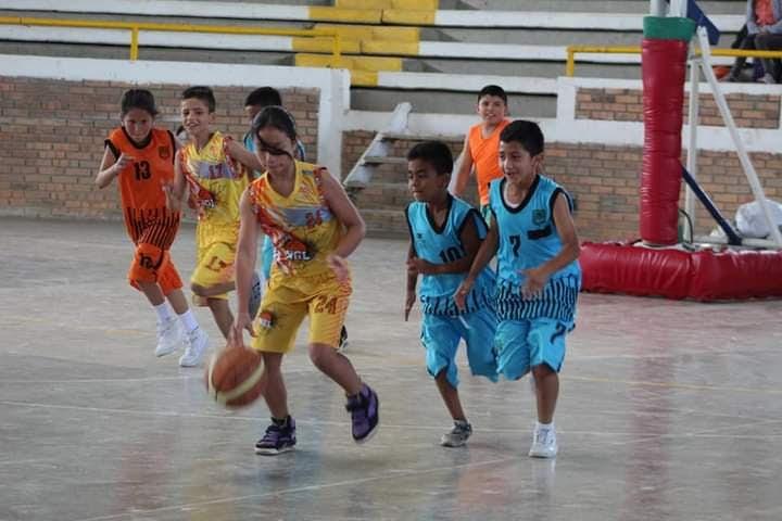 Festival Deportivo – Clausura de la Escuela de Formación Deportiva en Baloncesto.