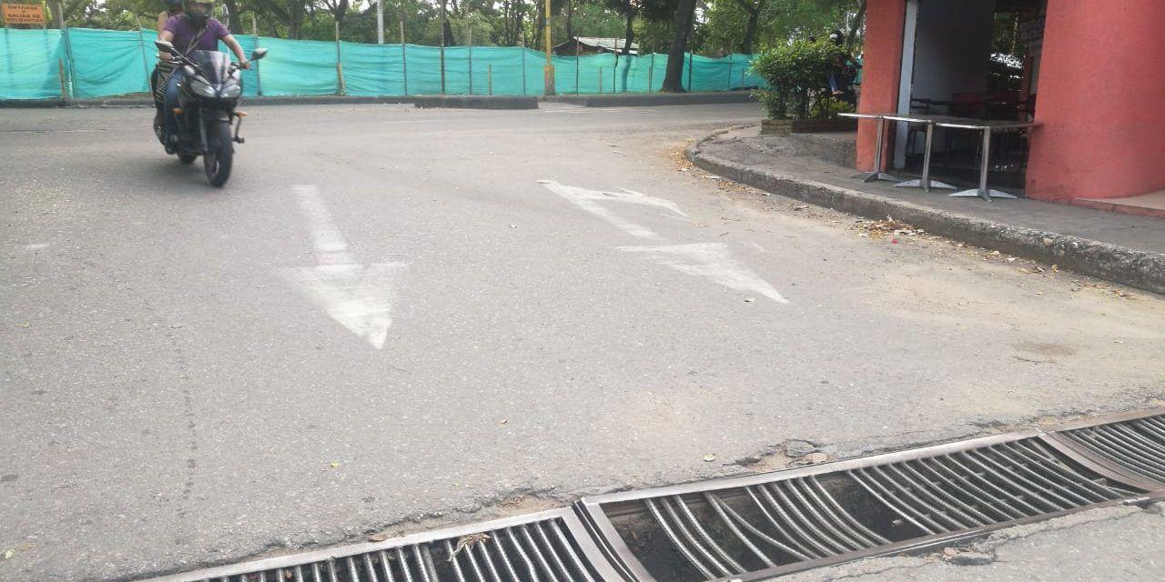 Rejillas del alcantarillado, una trampa vial en Los Mártires