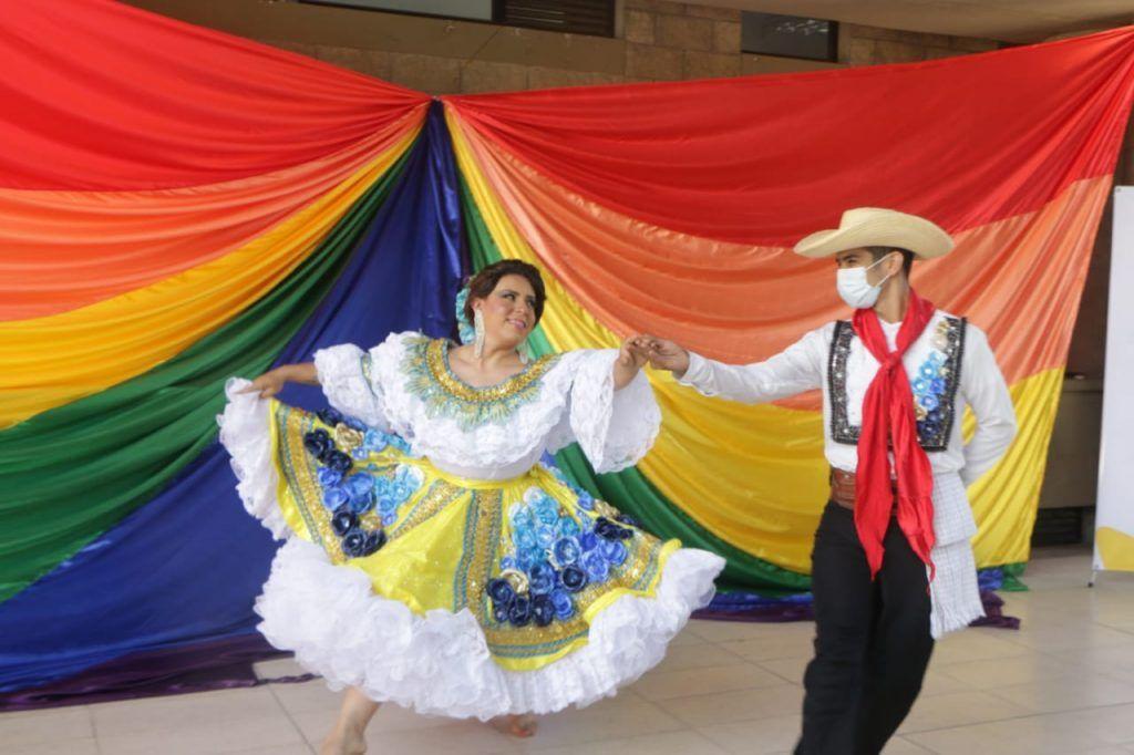 Como símbolo de inclusión, la señorita Neiva del Reinado Trans del Bambuco, interpretó el sanjuanero.