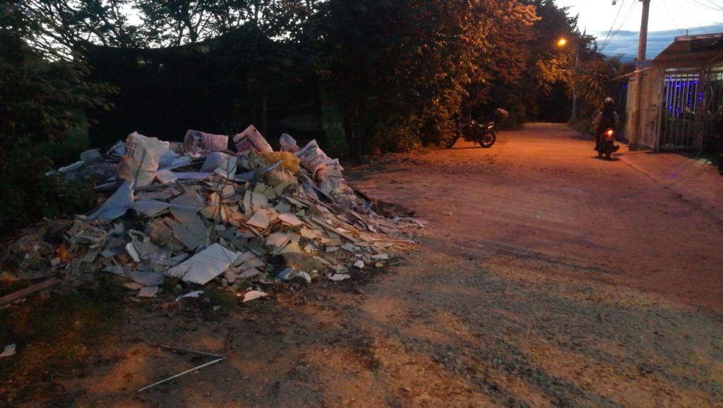 Conciencia ambiental exigieron habitantes del barrio La Vorágine.