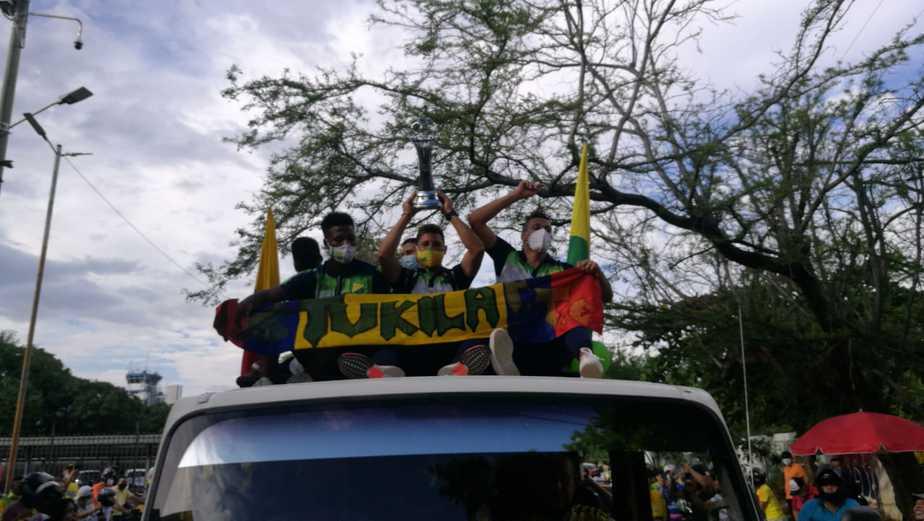 Jugadores abordaron un camión y festejaron en las principales calles de la ciudad su victoria en Tuluá.