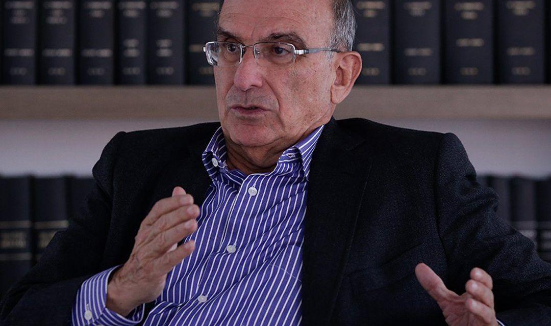 Formulan cargos por presuntas irregularidades en campaña de Humberto de la Calle