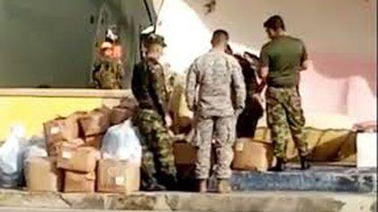Suspenden a militares que robaron ayudas a damnificados en Providencia