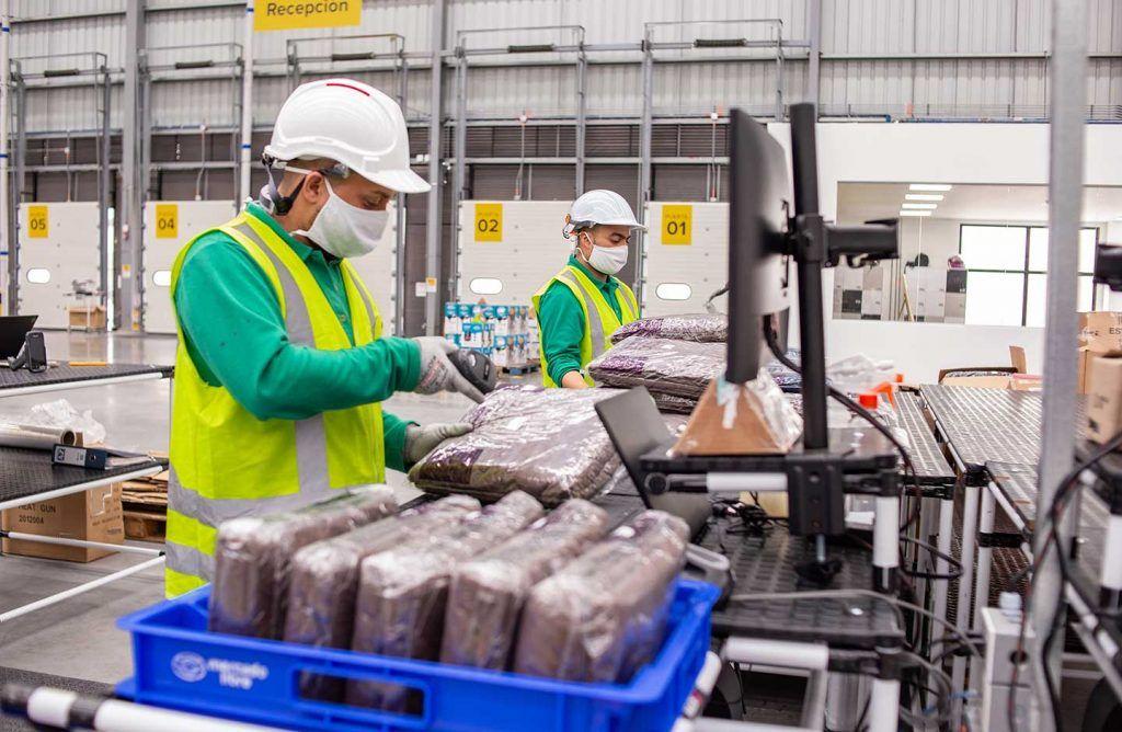Entre enero y octubre de 2020, la proporción de colombianos ocupados que recibían como ganancias y salarios laborales hasta un salario mínimo legal vigente ($877.803) era de 63,8%, según informó el Dane.