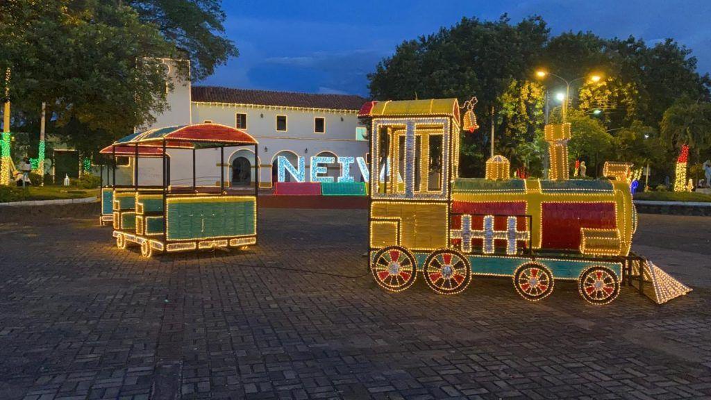 El tren de la Navidad ubicado en la Estación de Ferrocarril.