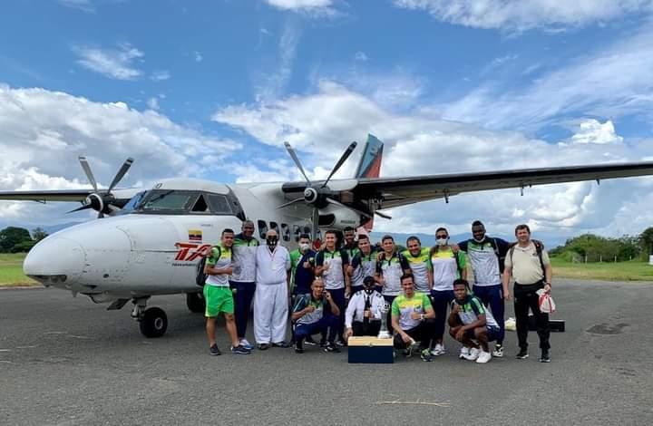 El vuelo chárter que traía a los jugadores del Huila que el pasado sábado se consagró como campeón se retrasó por más de tres horas.