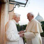 Papa Francisco y Benedicto XVI recibieron primera dosis de la vacuna contra el COVID-19