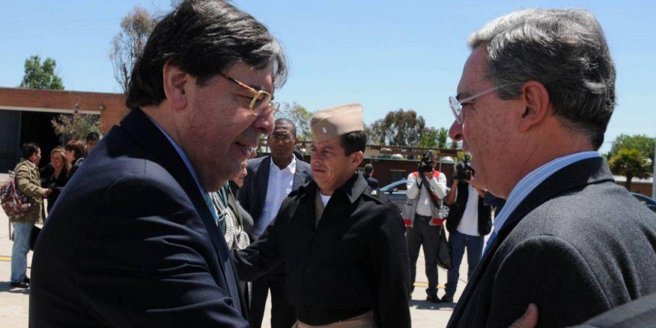 """""""Parte el alma el fallecimiento del ministro Carlos Holmes Trujillo"""": Uribe"""