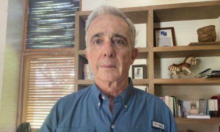 """Uribe pedirá a la Corte revisar fallo para no ser tildado como """"imputado"""""""