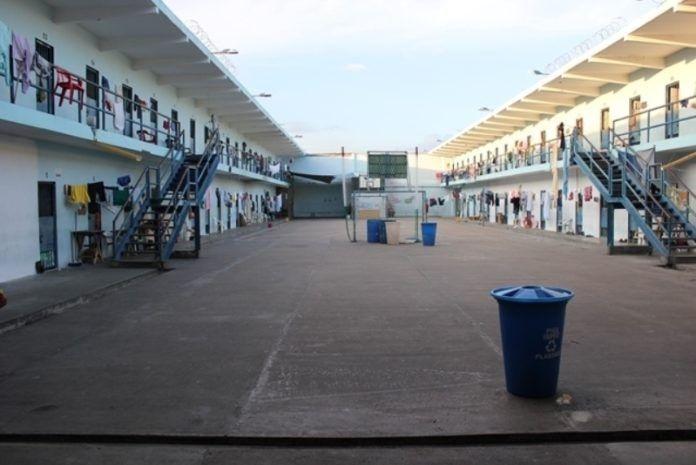 El centro penitenciario cuenta con 7 pabellones, 6 para hombres y 1 para mujeres.