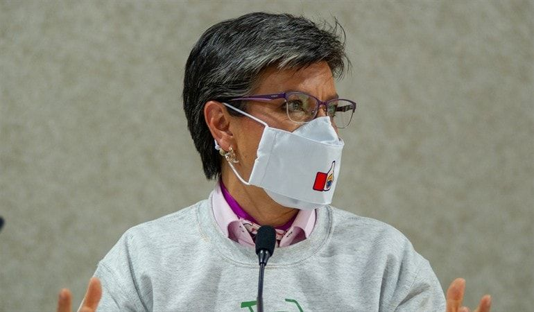 Piden la renuncia de Claudia López de la Alcaldía tras irse de vacaciones