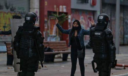 Prohíben uso de armas de fuego por parte de policías que intervengan en protestas
