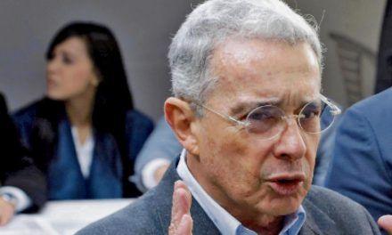 Álvaro Uribe donó el retroactivo de su salario a hospital de Medellín