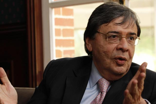 Carlos Holmes Trujillo, ministro de Defensa, tiene coronavirus