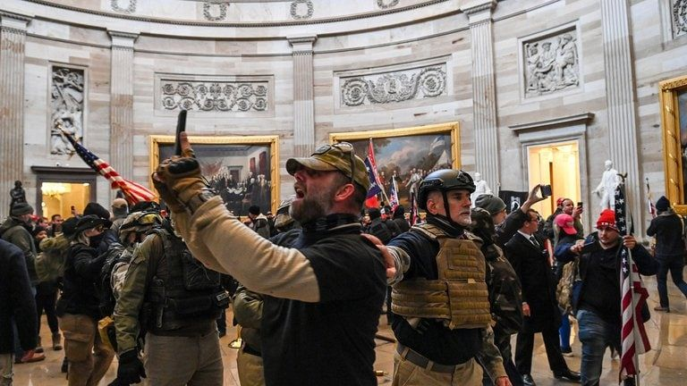 Los partidarios de Trump llegaron hasta la Rotonda del Capitolio de los EEUU el 6 de enero de 2021, en Washington, DC (Foto de Saul LOEB / AFP).