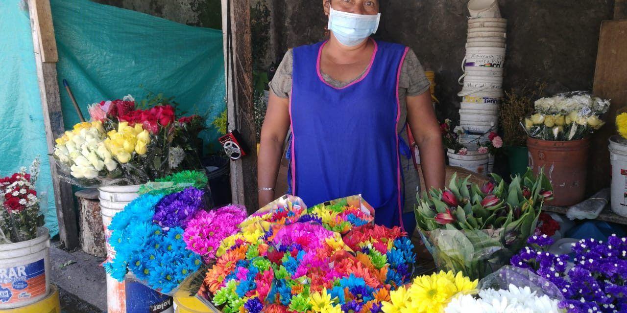 En vilo la venta de flores en el Cementerio Central