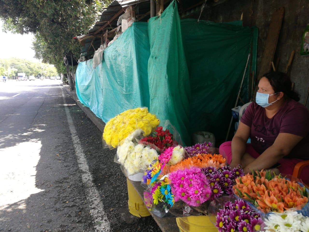 Con tres horas de trabajo a la semana, las floristas tienen que sobrevivir los siete días.