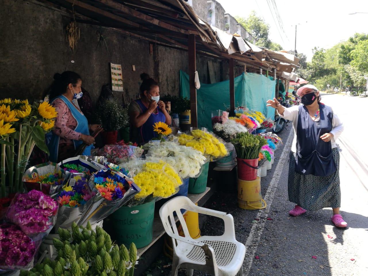 Floristas exigieron a la administración del Cementerio Central, tener más en cuenta las peticiones del comercio.