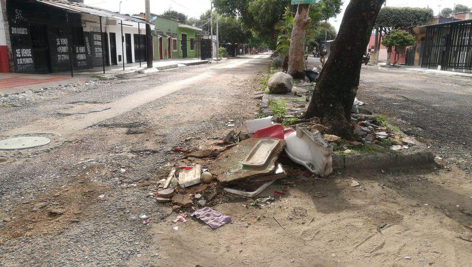 Habitantes de calle serían los encargados de arrojar basuras en lugares no permitidos.