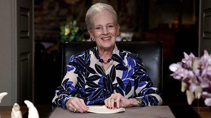 Reina de Dinamarca es la primera integrante de una familia real en vacunarse contra el covid-19
