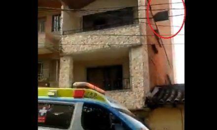 Una mujer que aprendía a conducir, cayó desde el sexto piso de un parqueadero