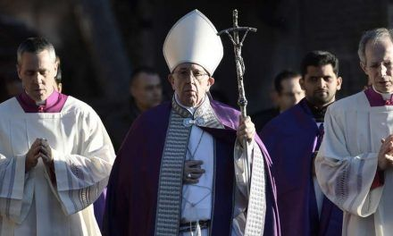 Papa Francisco pide ayunar de lo que estorba para abrir el corazón a Dios