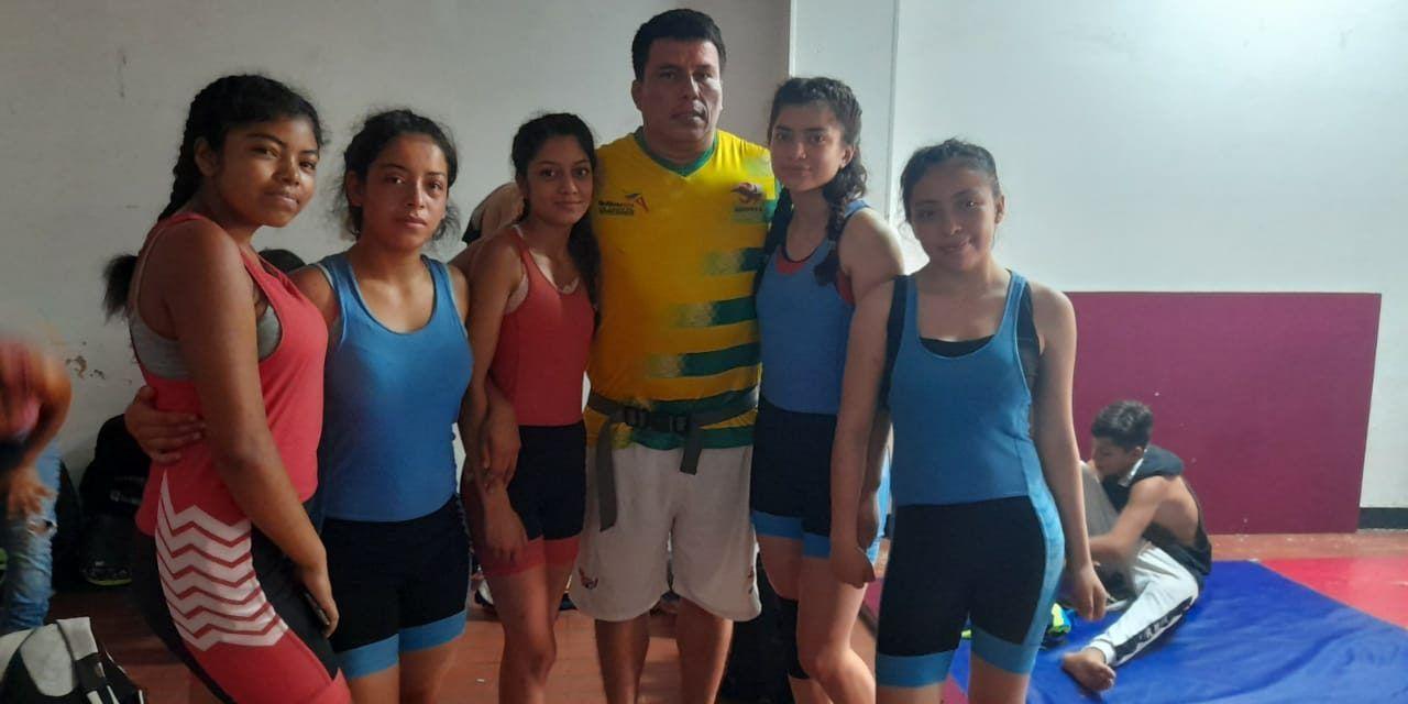 Liga de Lucha Huilense sin escenario para entrenar
