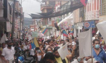 Protesta en Acevedo con el fin de frenar desalojo