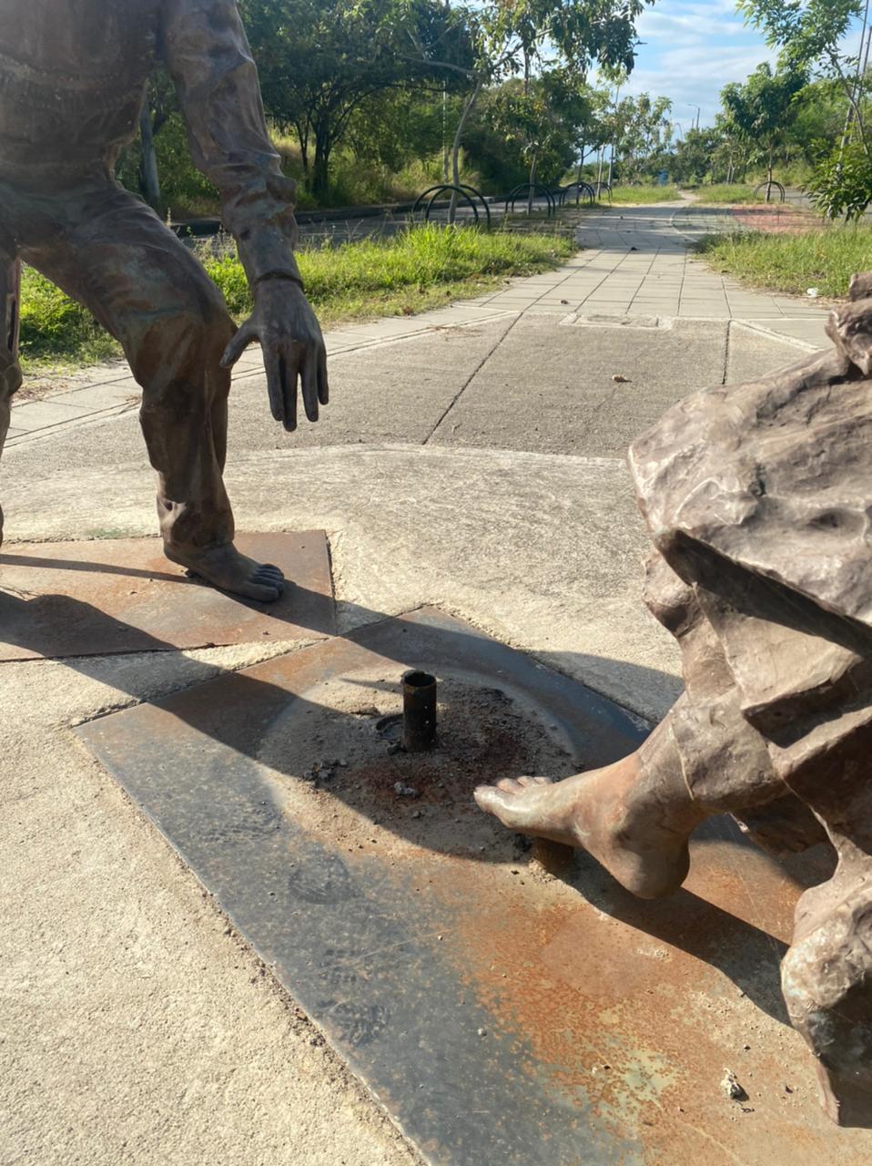 Los delincuentes por segunda vez desvalijan las esculturas del sanjuanero huilense.