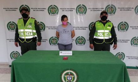 Por portar un celular reportado como hurtado, fue detenida