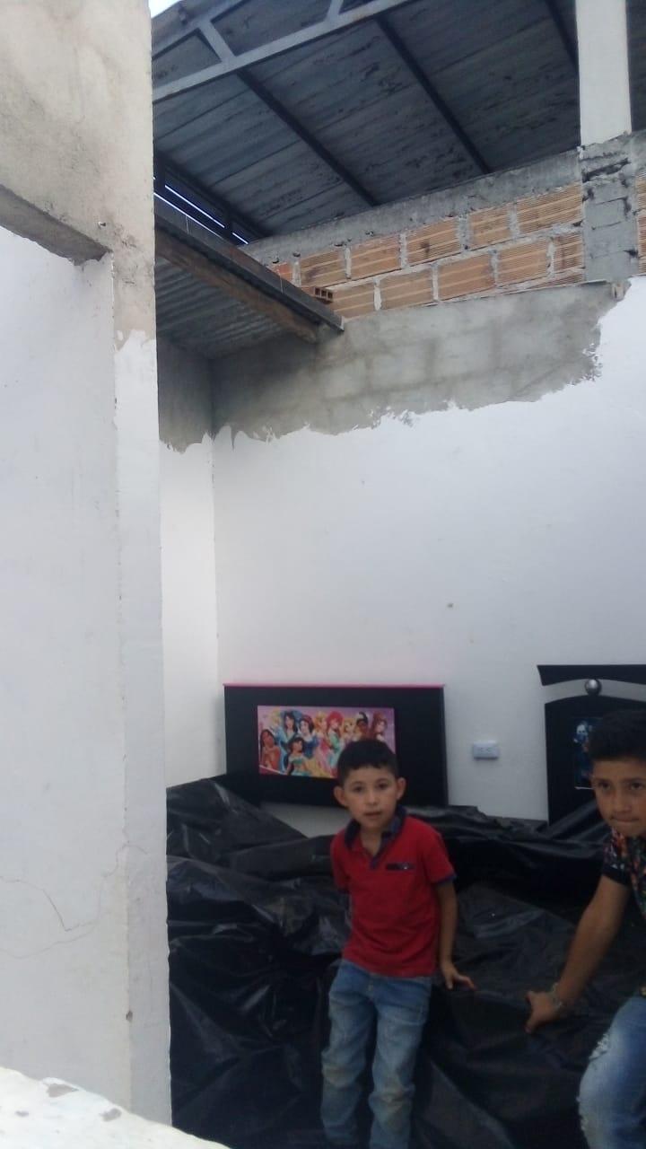 La madre cabeza de hogar pidió colaboración para levantar nuevamente el tejado de su vivienda.