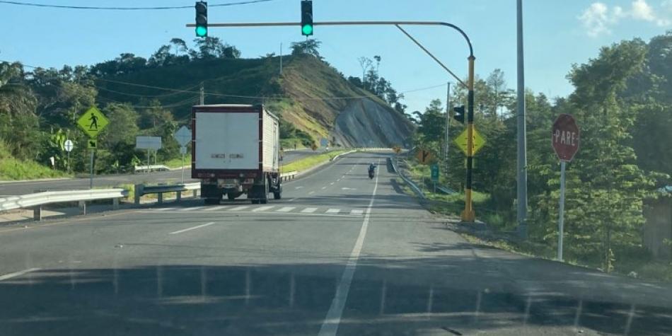 ¿Cómo la ve? Instalan semáforo innecesario en nueva autopista 4G