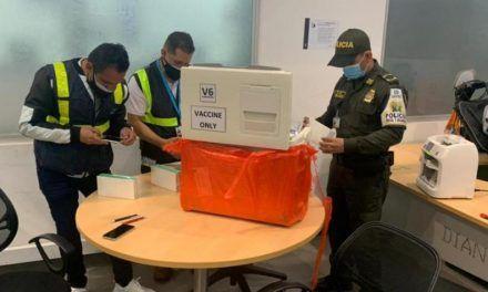 El Invima incautó un lote de 70 vacunas fraudulentas contra covid-19 en el aeropuerto El Dorado
