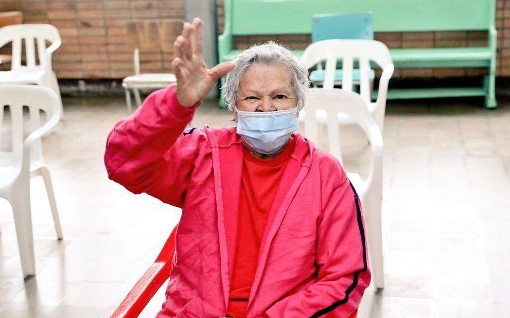 Celia Rodríguez de 82 años: primera adulta mayor en ser vacunada en Cundinamarca