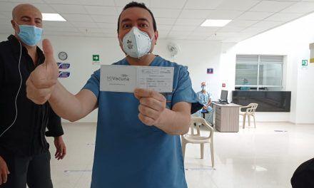 Célico Guzmán, primer vacunado en el Huila
